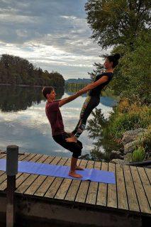 Acrobatic Yoga Thigh Stand in 79713 Bad Säckingen