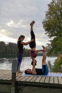 Acrobatic Yoga Reversve Candle mit Spotter in 79713 Bad Säckingen