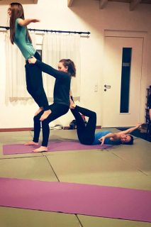 Acrobatic Yoga Thigh Stand Titanic Special Pose in 79713 Bad Säckingen