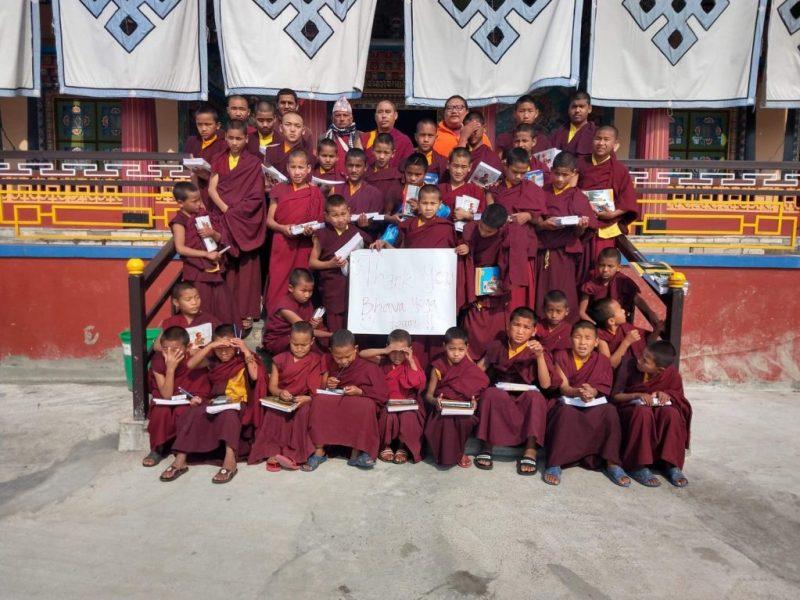 Die Kids des Klosters bedanken sich für die Spende.